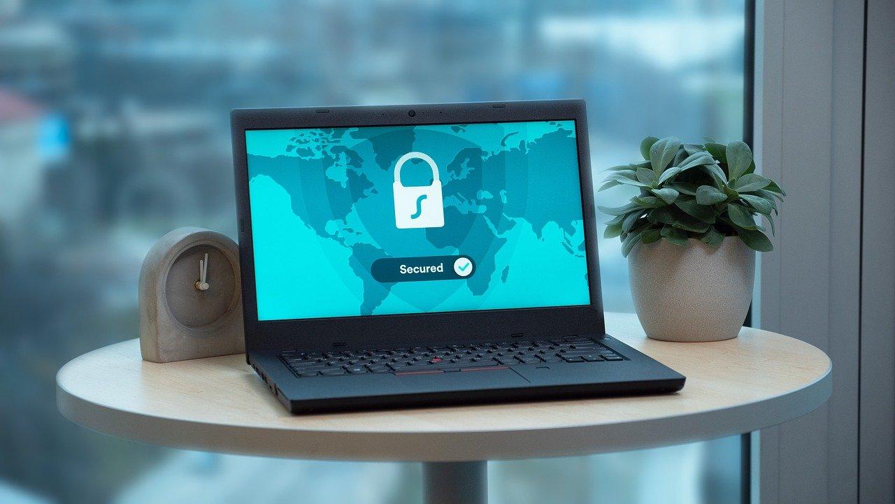 ordenador portátil, pantalla, mesa