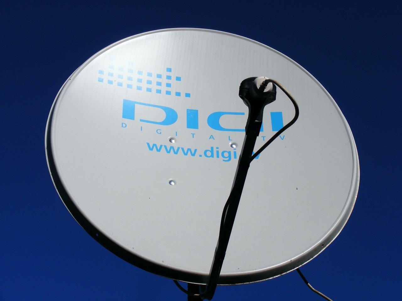 por satélite, plato, tecnología